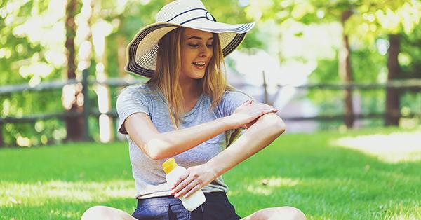 Vitamine D, maakt je huid voldoende aan als je je insmeert?